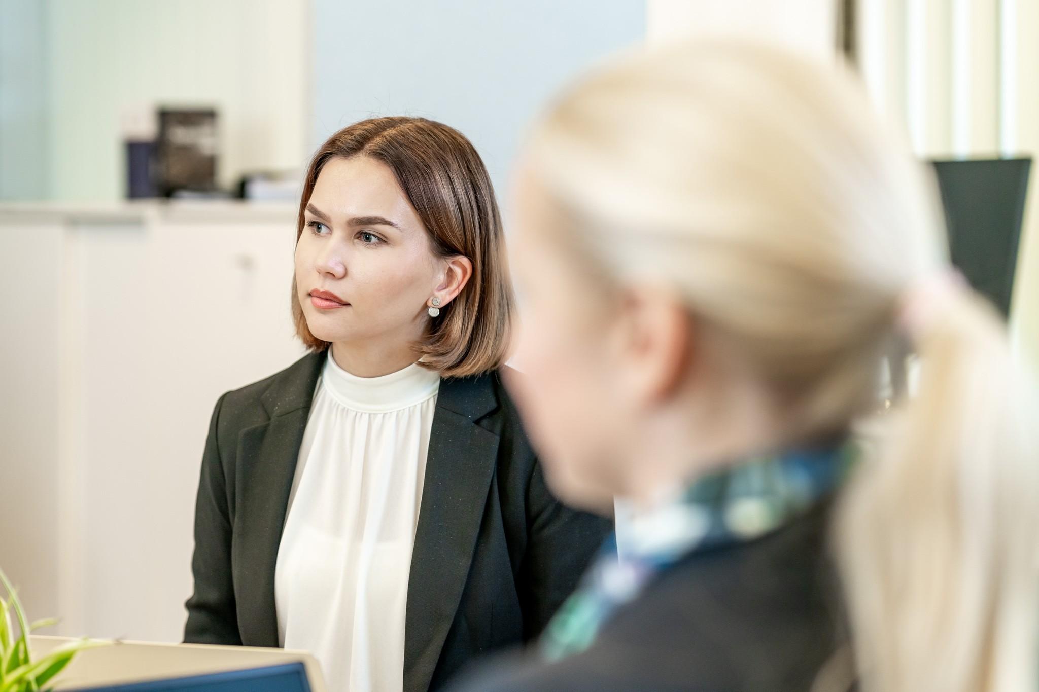 Lakikoulutuksen asiantuntija Kia Kivelä